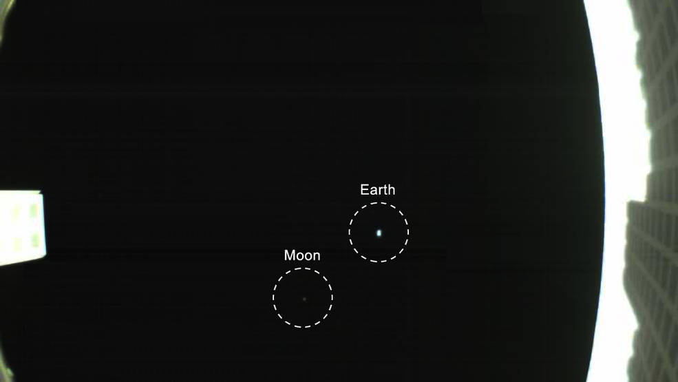 earth-moon-cubesat