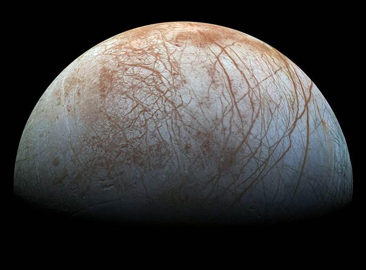 Composición de imágenes de la luna Europa tomadas por la sonda Galileo.
