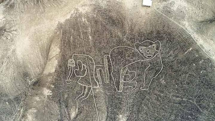 Este conjunto de geoglifos en el distrito de Río Grande es conocido como el mono y la danzante. Ha sido restaurado parcialmente por arqueólogos del Mincul (Foto: Dante Piaggio).