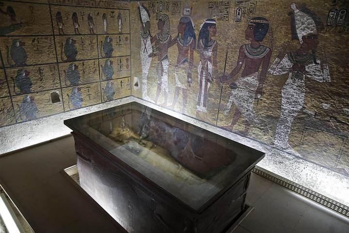 La tumba KV62, situada en el Valle de los Reyes, contiene a la momia de Tutankamón.