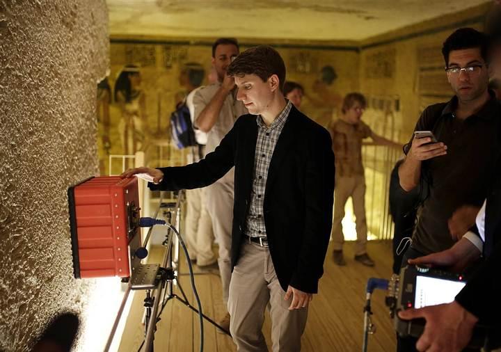 Escaneado con radar de un muro de la cámara funeraria de la tumba de Tutankamón, en abril de 2016.