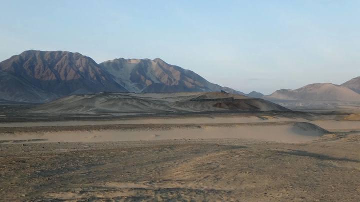 El lugar más antiguo de la Pampa de las Salinas es el montículo de Los Morteros, que data de al menos 6.000 años.