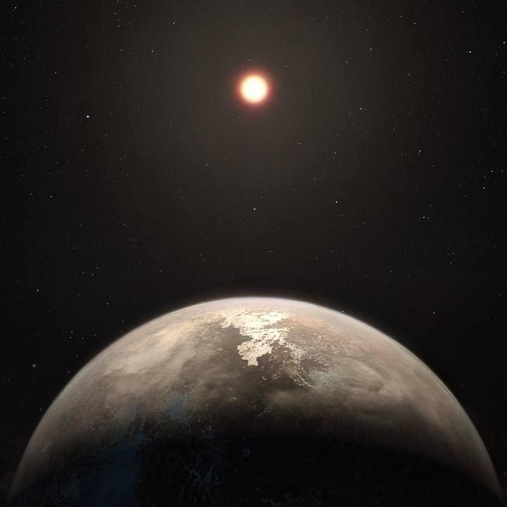 Recreación artística del exoplaneta Ross 128 b y su estrella.